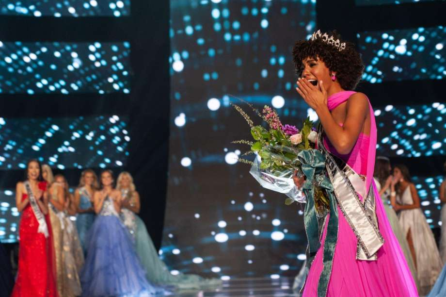 Kaliegh Garris Wins Miss Teen USA Crown Wearing Her Natural Hair